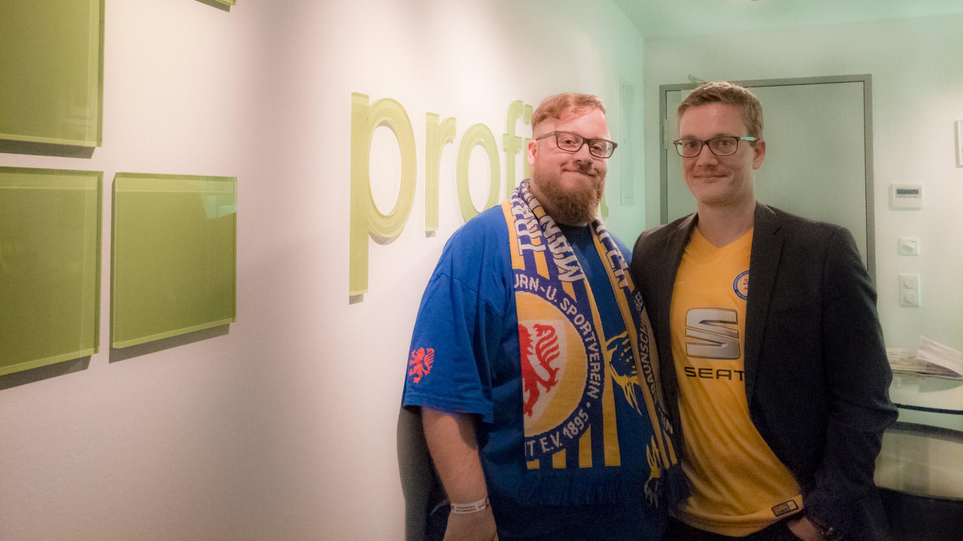 Profihost Kooperiert Mit Aktion100 Christian Vogt Mit Sebastian Bluhm In Der VIP Loge