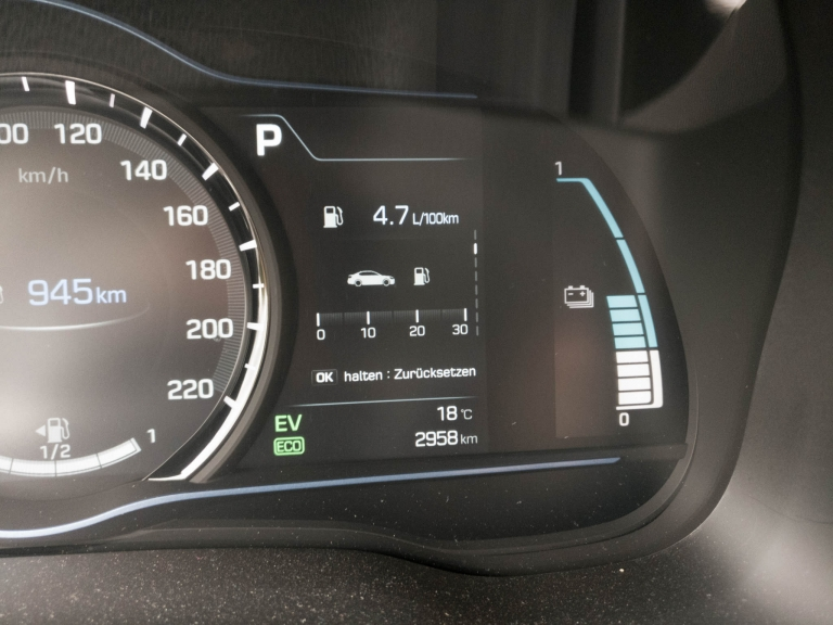 Fahrtinfo des Tacho vom Hyundai IONIQ Plug-In Hybrid
